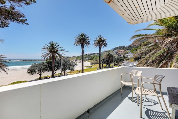 Vintage Camps Bay beach Apartment