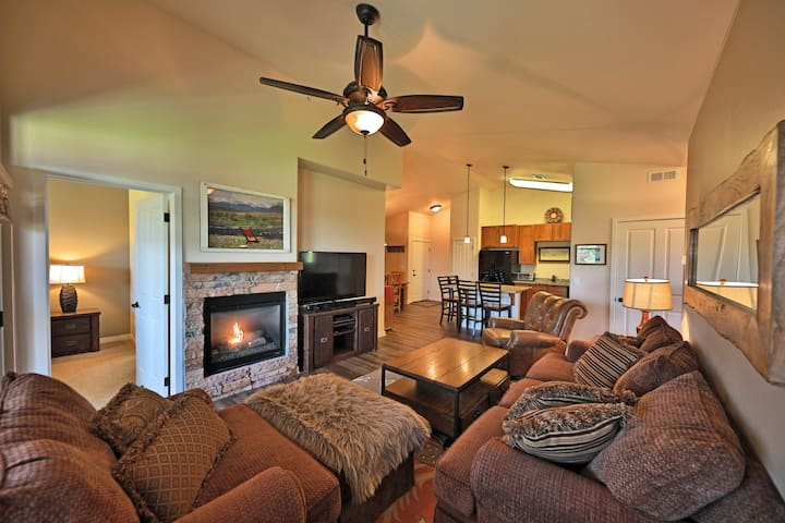 Perfect Family-Friendly Condo w/Private W/D, Gas Grill, & Shared Pool & Hot Tub