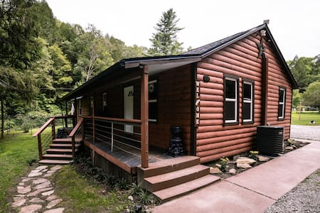 Laurel Creek Cabin-pvt, AGpool, stream, wifi, NRG