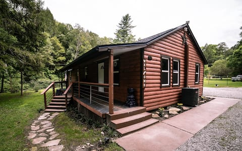 Laurel Creek Cabin-hot tub,AGpool,stream,wifi,NRG