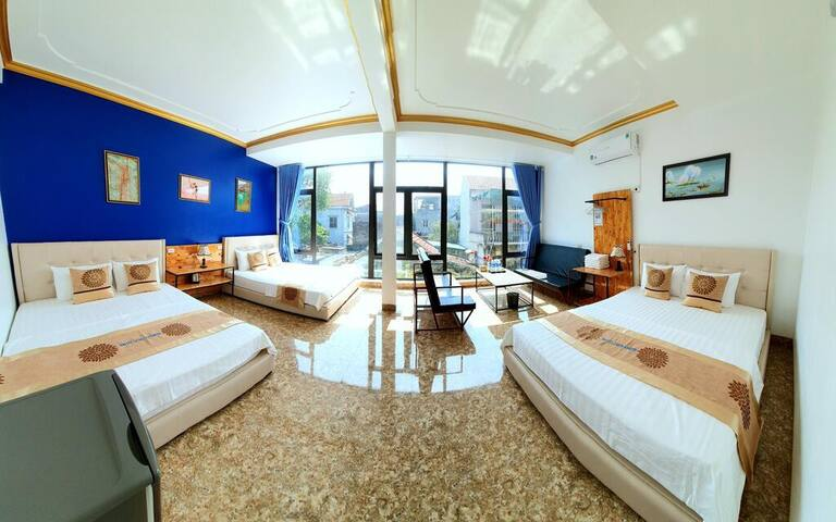 La Siesta - Family Room with Garden View