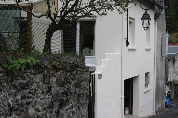 Maison  Saint-Béat-Luchon( proche)