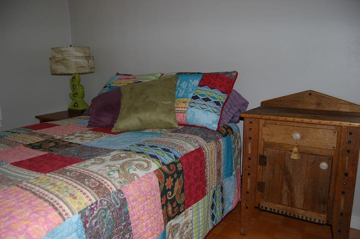 Cozy 2-Bedroom Cottage - Rusk - House