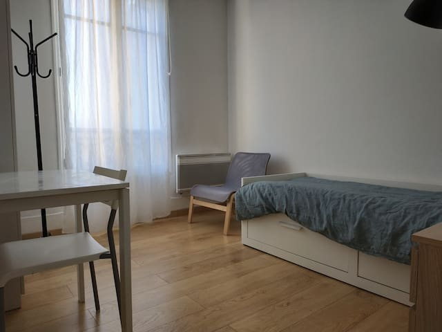 Bedroom to rent in a 3-room apartment