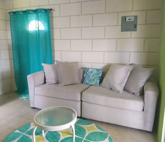Central Paradise, 1 Full size bed & free wifi