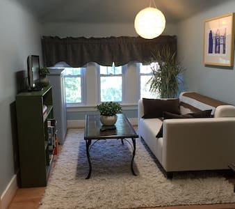 Private 3rd Floor Suite - Oak Park