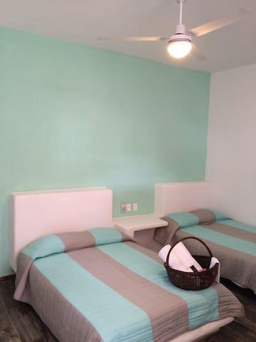 Suite de 2camas con cocineta y baño - Ixtapa - House