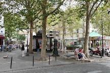 Place des Abbesses et station de métro Abbesses (ligne 12)