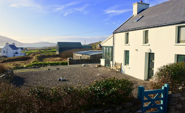 Cosy cottage by the sea in West Cork