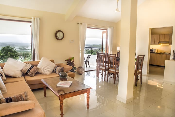4 Bedroom Luxury Villa /river view / North Goa