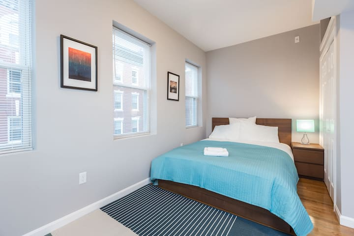 Central 2 BR in North End by Domio