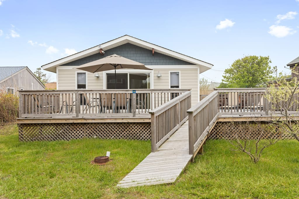 Enjoy the bright and open home in Ocean Bay Park ready for you to relax!