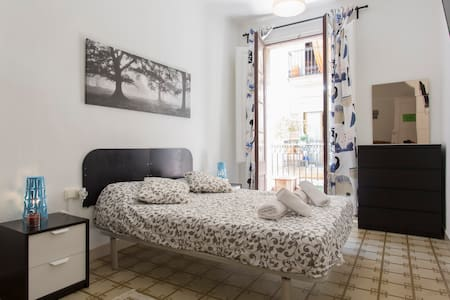 Magnificent double room with Balcony and SmartTV34 - Barcelona