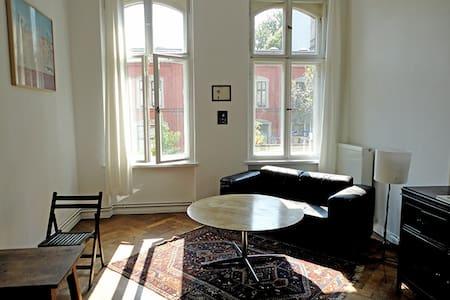 Helles, großes Zimmer in SO36 - Berlin - Appartement