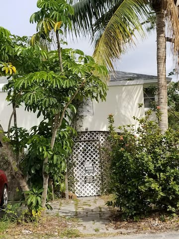 A private hideaway in Lake Worth