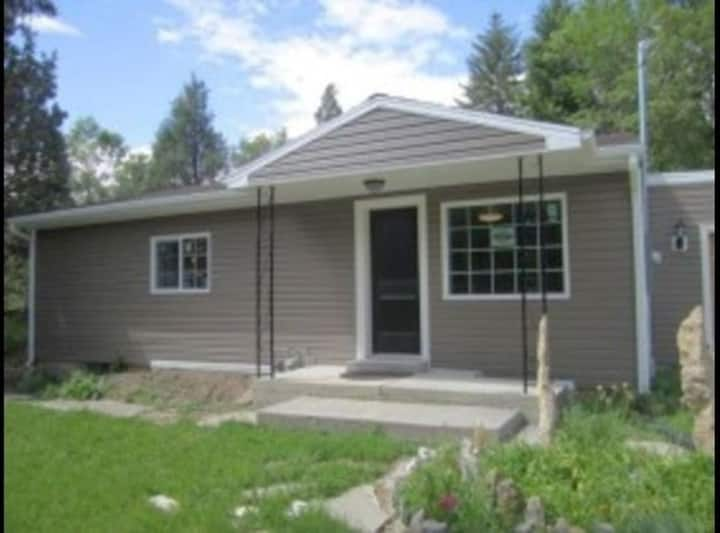 Logan Area: Quiet 3 Bed / 1.5 Bath & FREE WiFi
