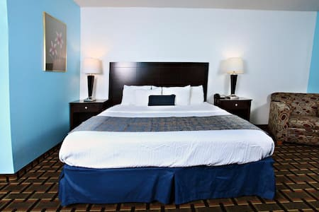 Sky Palace Inn & Suites Newton - 1 King Bed NS