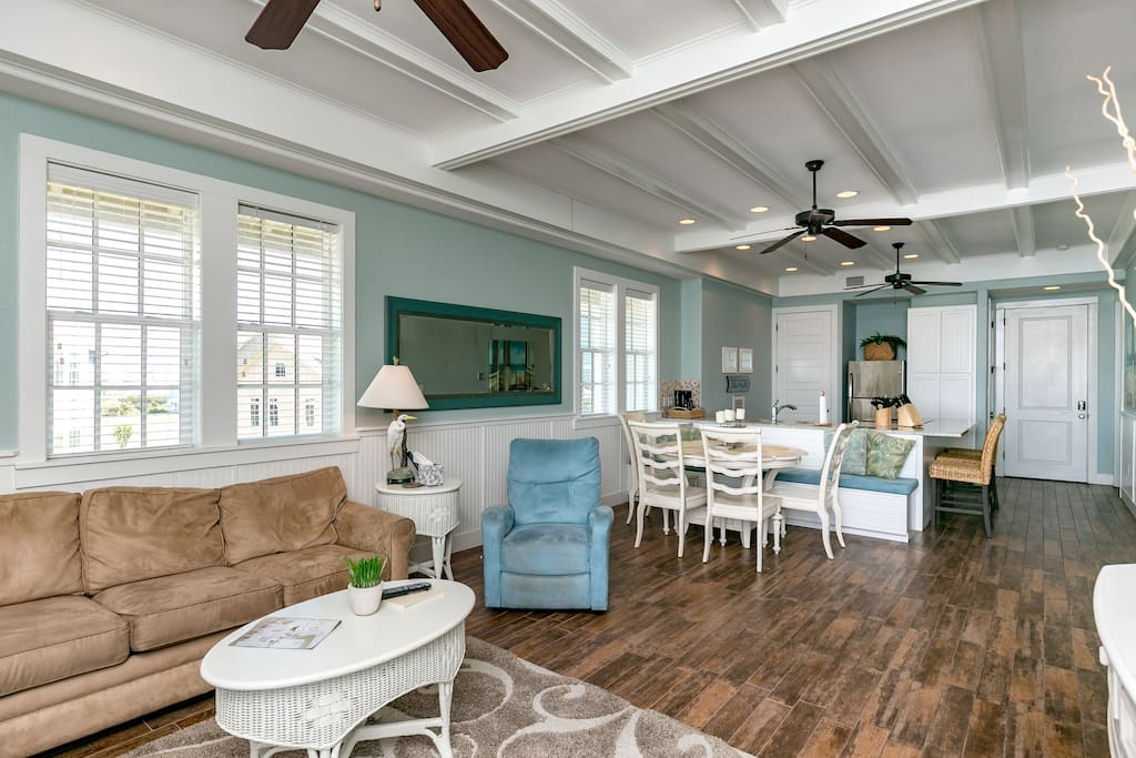 This 3rd floor unit features sea-inspired decor with 10 feet ceilings and tiled flooring