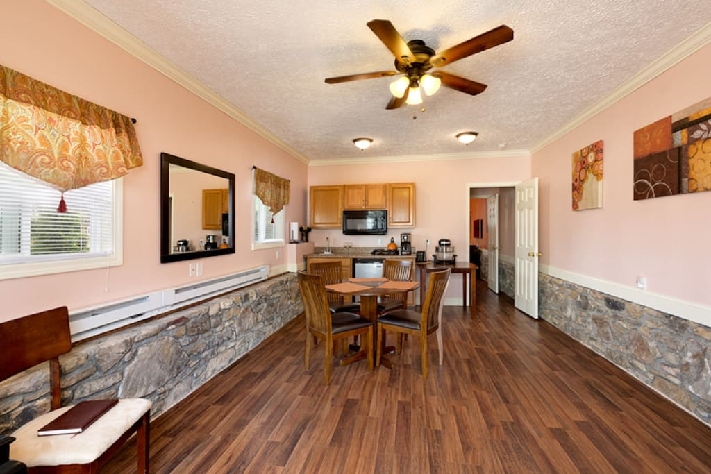Kitchenette with kitchen table