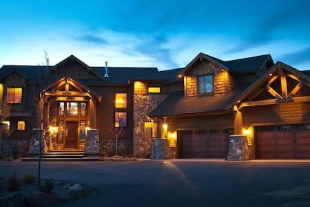 8,000 sq/ft Lodge Near Yellowstone - Ashton - Cabane