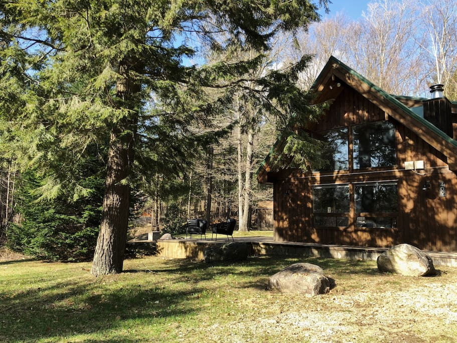 Adirondack-style cabin with carport and wrap-around deck