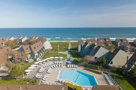 Private One Bedroom Unit at Luxurious Ocean Front Resort in Downtown Montauk!