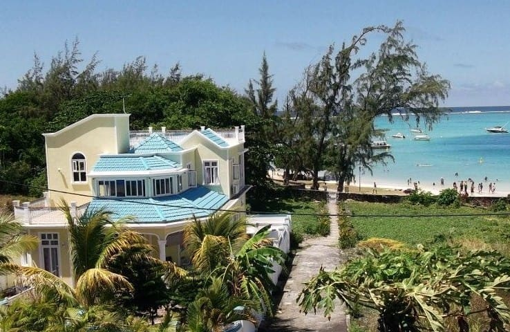 double bedroom,shower / WC , aircon - Blue Bay - Villa