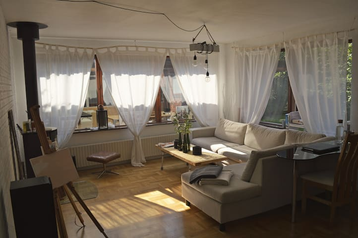 Romantic and spacious place next to train station - Brøndby - Casa