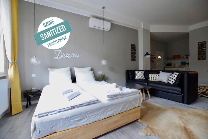 Standard Apartment by Hi5 - BestModern Studio(076)
