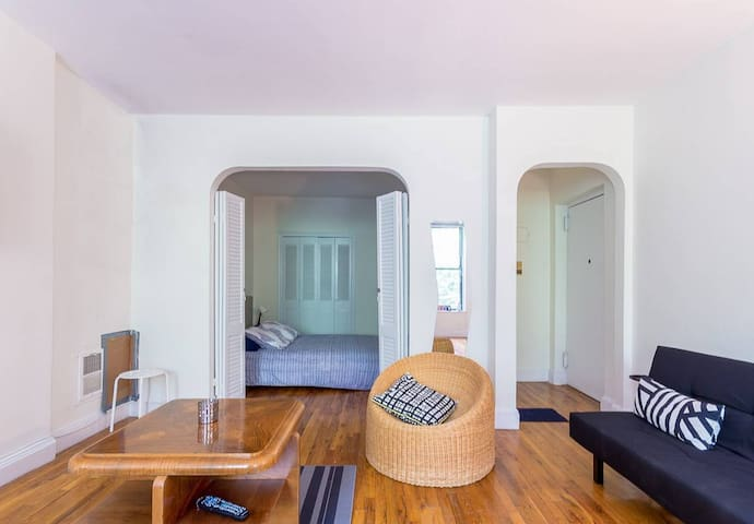 Large Alcove Studio On Cobble Hill Park