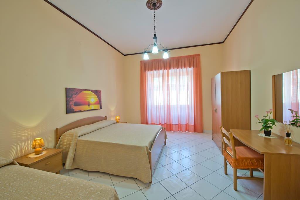 Appartamento con 2 camere da letto casa generosa for Appartamento con 2 camere da letto