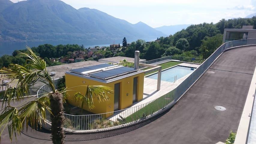 Swimmingpool mit Grill und Toilette