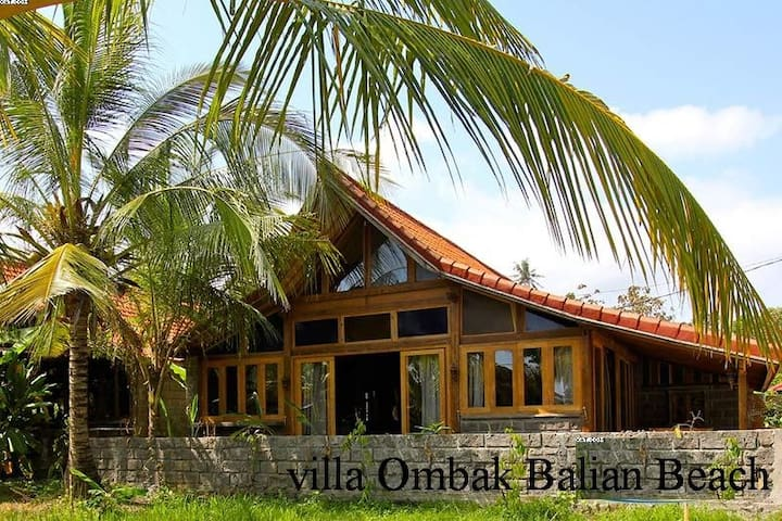 Villa Ombak...... Balian  surf and yoga beach.
