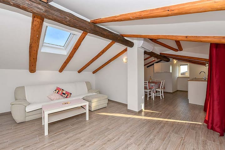 Attic apartement with sea view