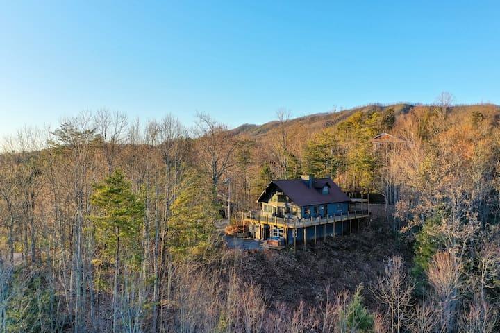 Luxurious mountain cabin with breathtaking smoky Mountain View's