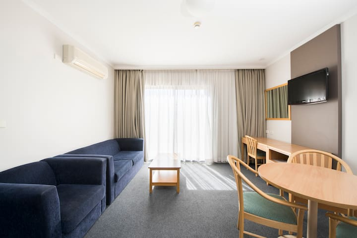 1 Bedroom Apartment in South Canberra