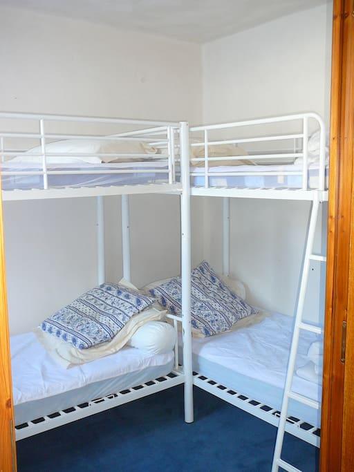 chambre 2X2 lits superposés