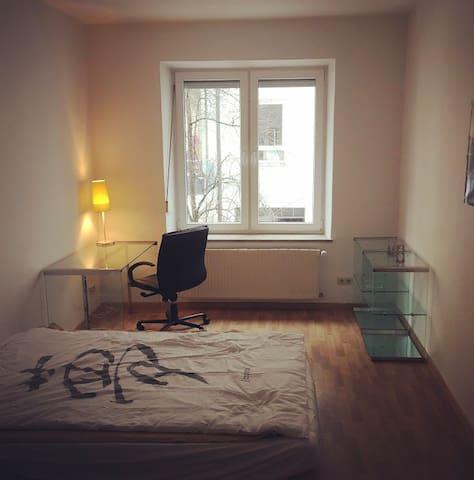 Helles Zimmer zentral in München-Haidhausen