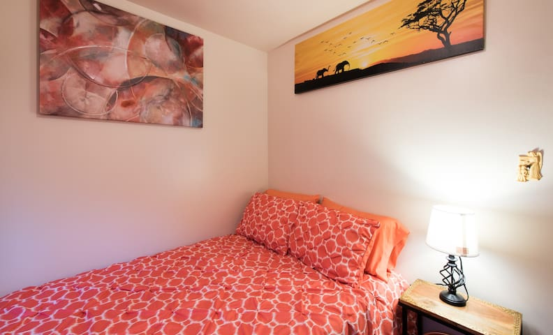 Radiant sunshine in private room - Capitol Heights - Casa