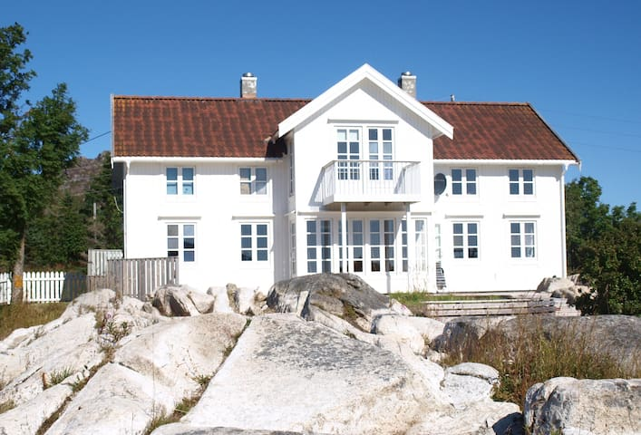 Privat rooms in beautiful villa - Ballstad - Villa
