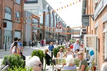 Gloucester Quays & cathedral city  - shopping / eating 24m