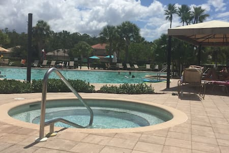 Family Friendly Lakefront Home - Fort Myers - House