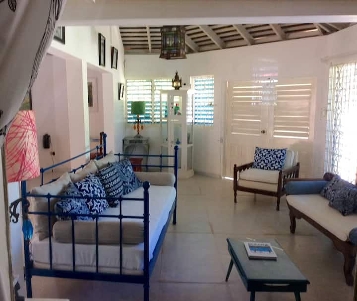 ViILLA BY THE SEA, Steps to Beach, Cook Included