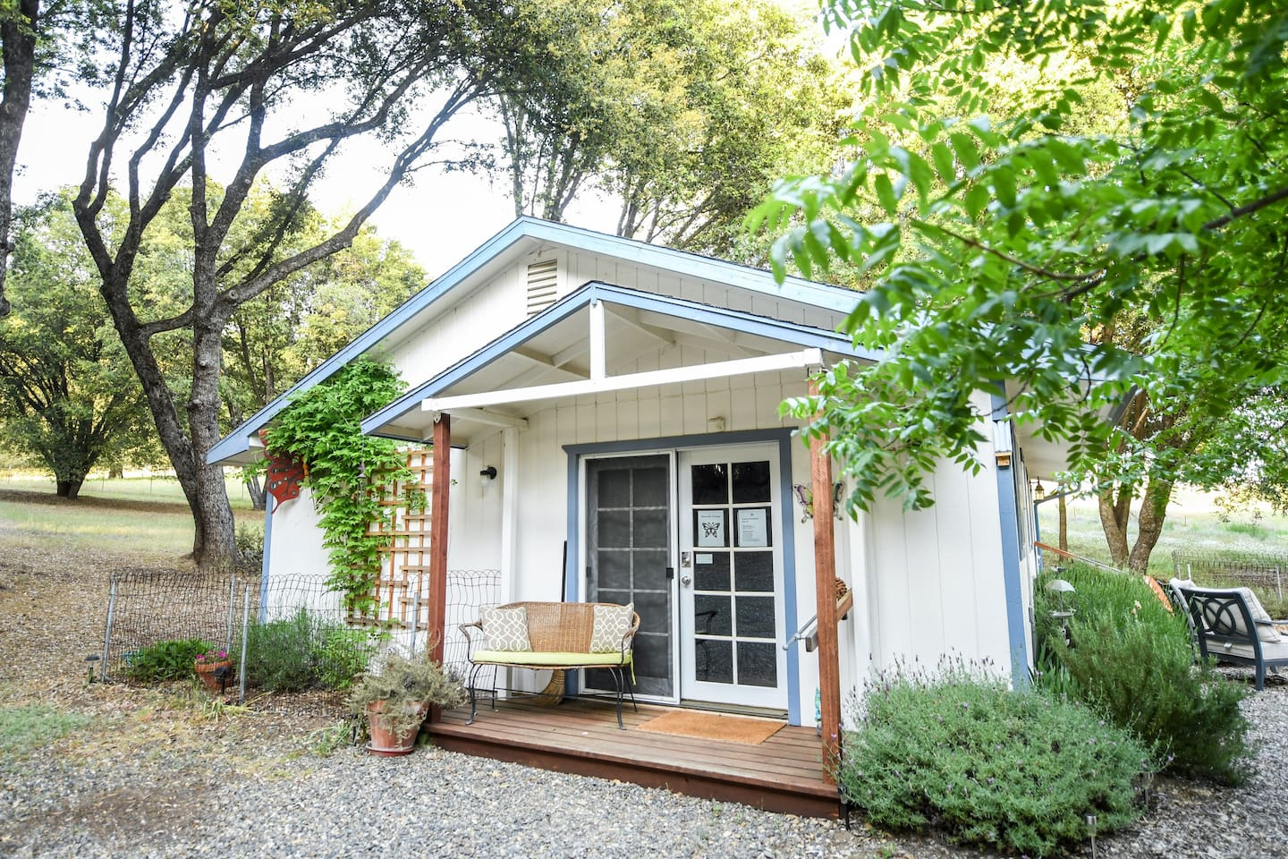 Butterfly Cottage is located on 10+ serene, secluded, rural acres. You are only about 1 hours drive to Yosemite. What a great place to relax, have a romantic get-away, or a base camp for your Yosemite adventure.
