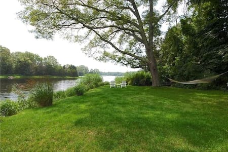 Waterfront Cottage - 2 bedroom - Great Views!