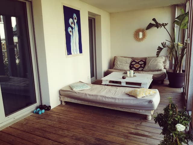Chambre avec SDB+wc+terrasse, quartier Chartrons