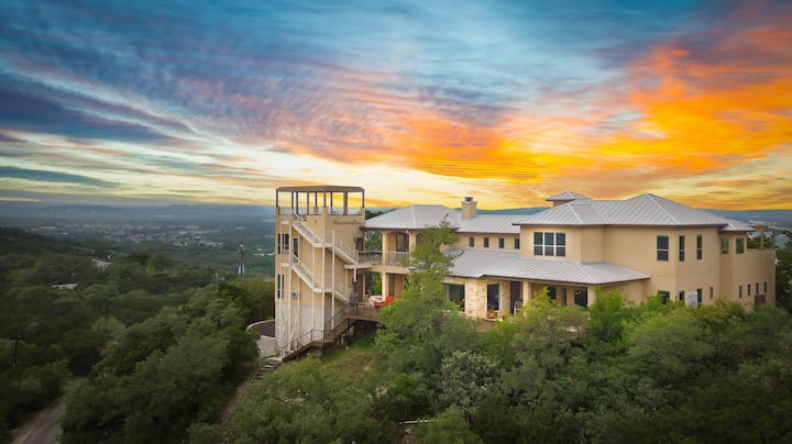 Palace in the Sky- PRIVATE ,AWESOME LOCATION,VIEWS