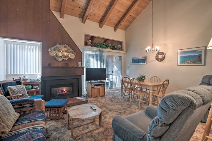 NEW! Cozy Carnelian Bay Condo - Walk to Lake Tahoe