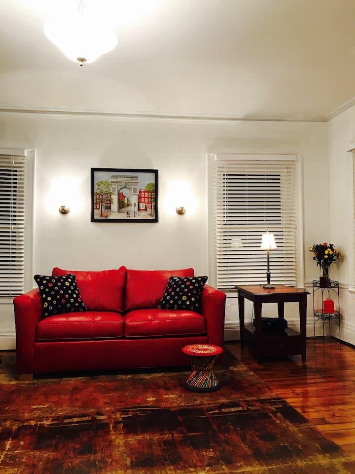 Suite Studio  ❤️️ (Free Parking, Elmwood Village!)