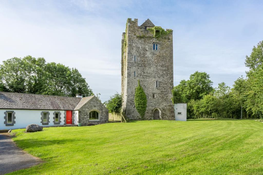 Ballybur Castle & Coach-House